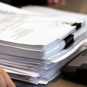 Какие документы стоит хранить, а какие давно пора выбросить?