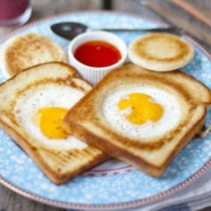 Идеальный завтрак: яичница в хлебе