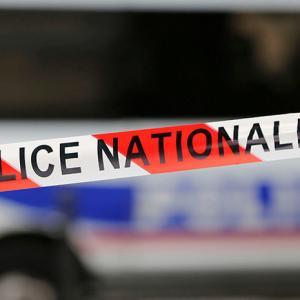 На юге Франции неизвестный захватил заложников в супермаркете