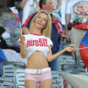 Английских футболистов пугают русскими девушками и отравленной едой