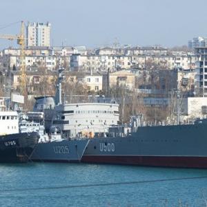 Главу штаба ВМС Украины уволили из-за российского гражданства жены