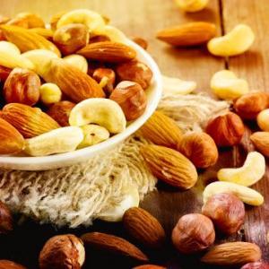 Три порции орехов в неделю спасут от сердечного приступа