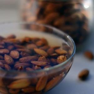 Почему орехи надо замачивать перед тем, как есть? Причина вас поразит!