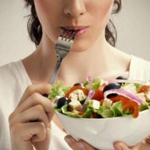 Диетологи объяснили, почему нужно есть два раза в день