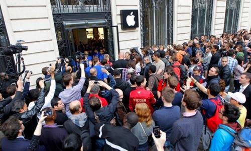 Место в очереди за iPhone Xs оценили в 450 тысяч рублей