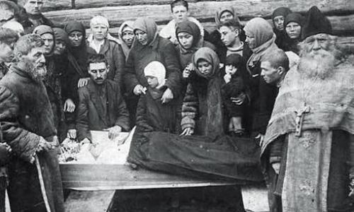 Зачем в православии умершим обязательно закрывать глаза и рот