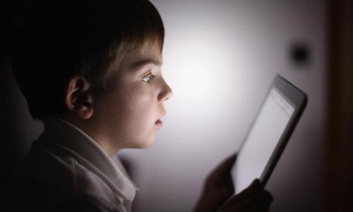 3 причины не сидеть в телефоне ночью