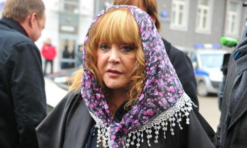 Пугачева онкобольной жене Малахова: Держитесь там!