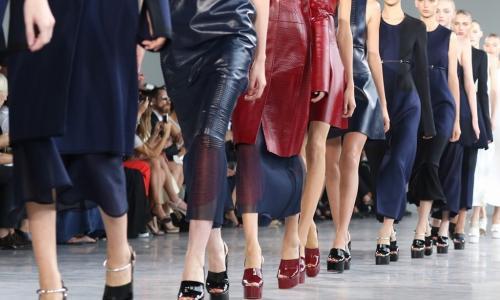 Какие вещи останутся в моде весной 2018-го? Советы девушкам