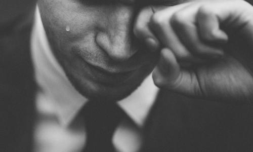 Плакать полезно, ученые объяснили почему