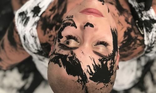 Самая голая блогерша снялась в клипе Сати Казановой
