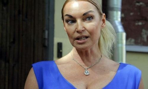 Обезумевшая Волочкова бросилась в драку, вывалив грудь. Видео
