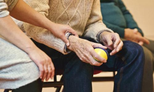 Неожиданные выплаты в мае: для пенсионеров готовят подарок