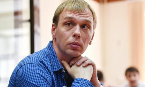Журналист Голунов назвал имя избившего его полицейского