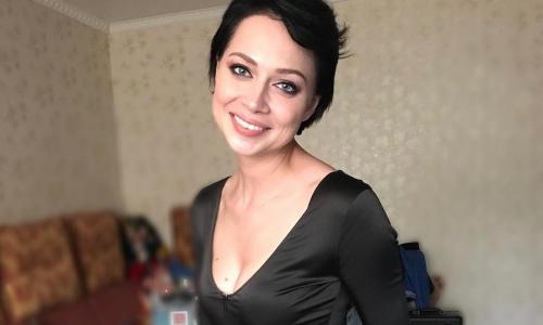 Настасья Самбурская засветила обвисшую грудь. Фото