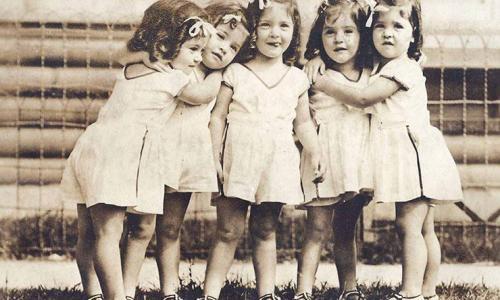 Одно сердце на пятерых: печальная судьба близняшек Дион
