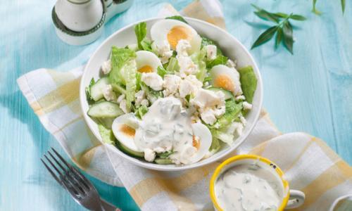 Интересный салат из свежих огурцов и яиц