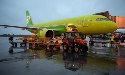 В Домодедово у самолёта пробило дно золотыми слитками