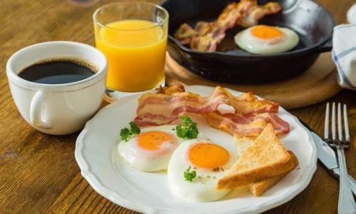 Диетологи назвали семь самых полезных продуктов для завтрака