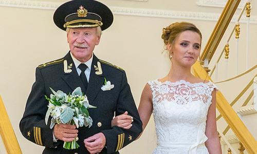 Молодая жена Краско сбежала из России после скандала с изменой
