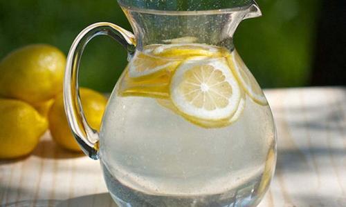 9 причин, по которым вы должны пить теплую воду с лимоном каждое утро!
