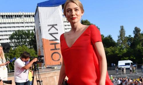 Уехавшая из России Акиньшина сходит с ума