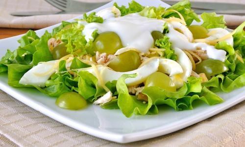 Салат курица с виноградом: рецепт для обеденного или праздничного стола