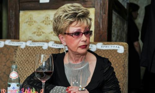 «Опустилась и выпивает»: трагедия легендарной Моргуновой