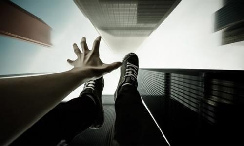 Прыжок в падающем лифте может спасти жизнь и здоровье