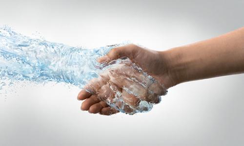 Из-за чего у некоторых людей потные руки