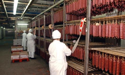 Чеченских мусульман кормили колбасой со свининой