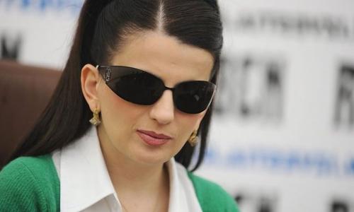 Диана Гурцкая решилась снять очки. Фото