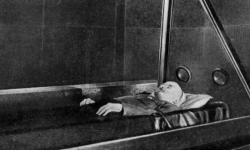 Почему тибетские монахи помогали бальзамировать тело Ленина