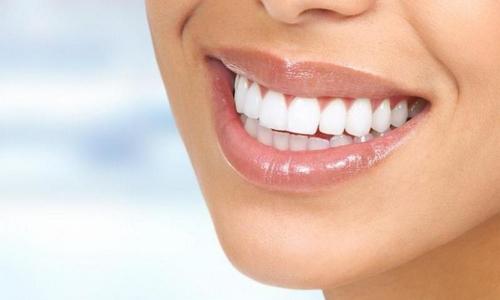 От каких продуктов нужно отказаться ради белоснежной улыбки