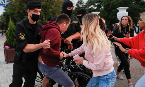 Белорусы приняли участие в массовых забастовках