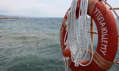 Чудо среди волн. Туристы спасли пятилетнюю девочку, унесённую в море