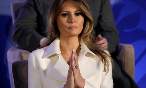 Меланья Трамп забыла надеть белье, выйдя к фотографам на официальном мероприятии. Фото