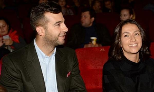 Иван Ургант опубликовал фото с красавицей-женой