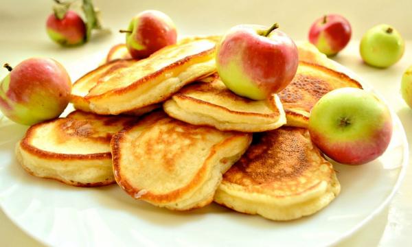 Необычные оладьи: 3 рецепта для сытного завтрака