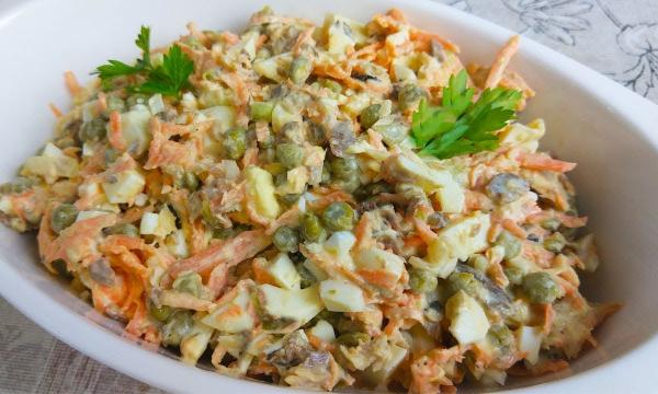 Этот салат я готовлю чуть ли не каждый день, сметают в миг, вкусно и главное просто