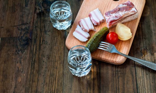 Почему спиртное нельзя закусывать маринованными огурцами?