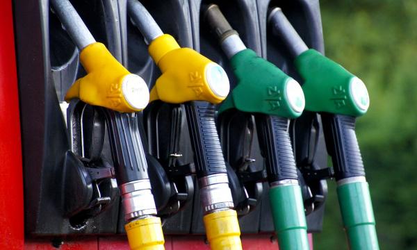 Из-за чего в России бензин дороже, чем в других государствах