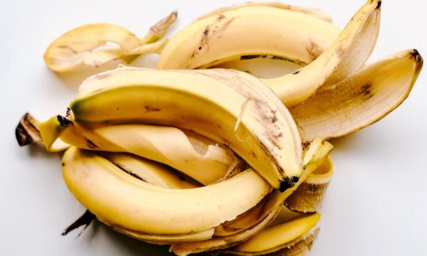 Не только мякоть, но и кожура банана может помочь сохранить здоровье