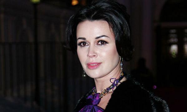 СМИ сообщили о смерти Анастасии Заворотнюк