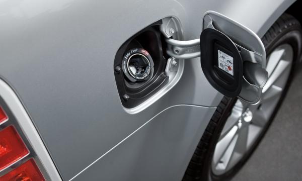 Что делать, если в дороге пробило бензобак автомобиля