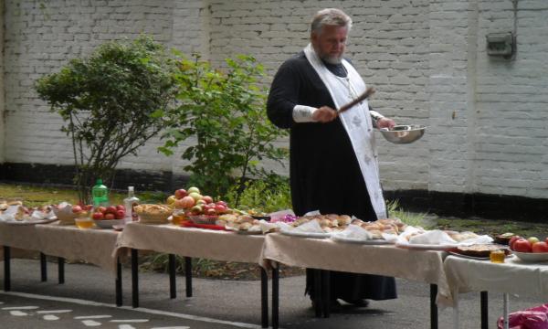 Освящение пищи перед едой: зачем это делают православные