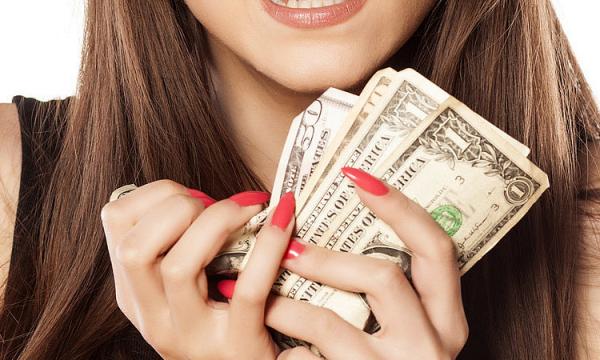 Стоит ли менять рубли: курсу доллара предрекли укрепление
