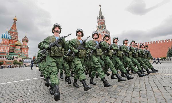 Военнослужащим и силовикам РФ повысят оклады на 3%