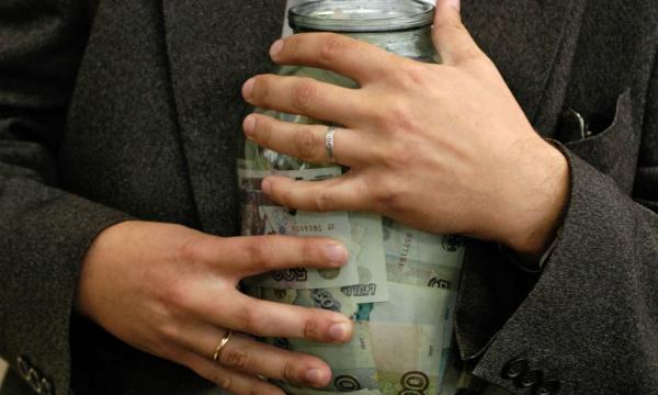 Банки захотели брать деньги со счетов россиян без спроса
