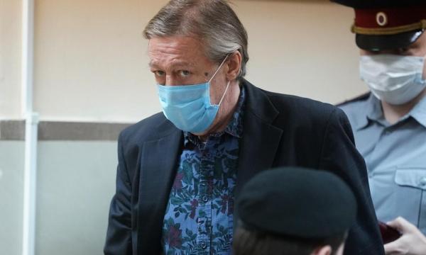 Адвокат Ефремова объяснил, почему актеру дали 8 лет колонии